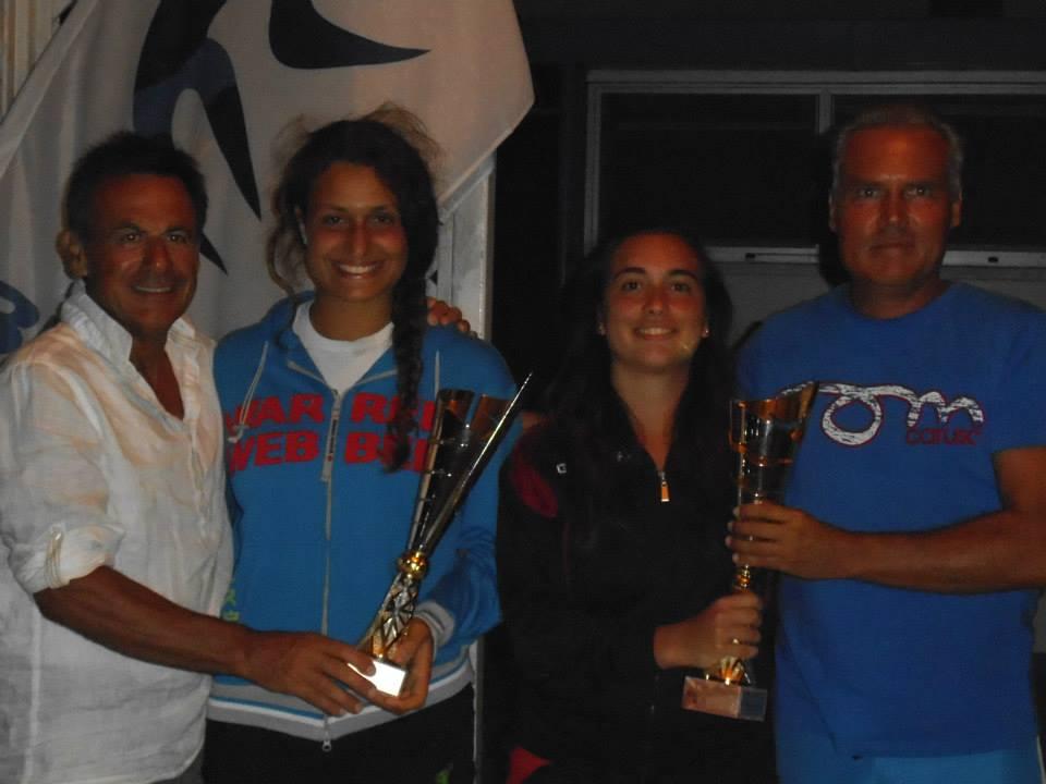 Premiazione al doppio femminile di Titti e Miriam Calicchia